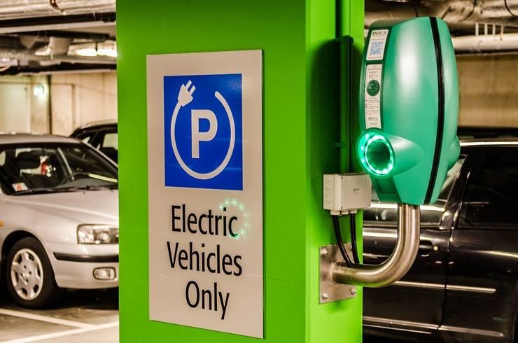 Où trouver une borne de recharge pour sa voiture électrique ?