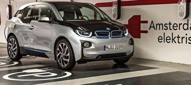 Comment recharger une BMW i3?