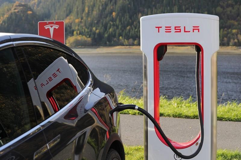 Tesla et son Superchargeur