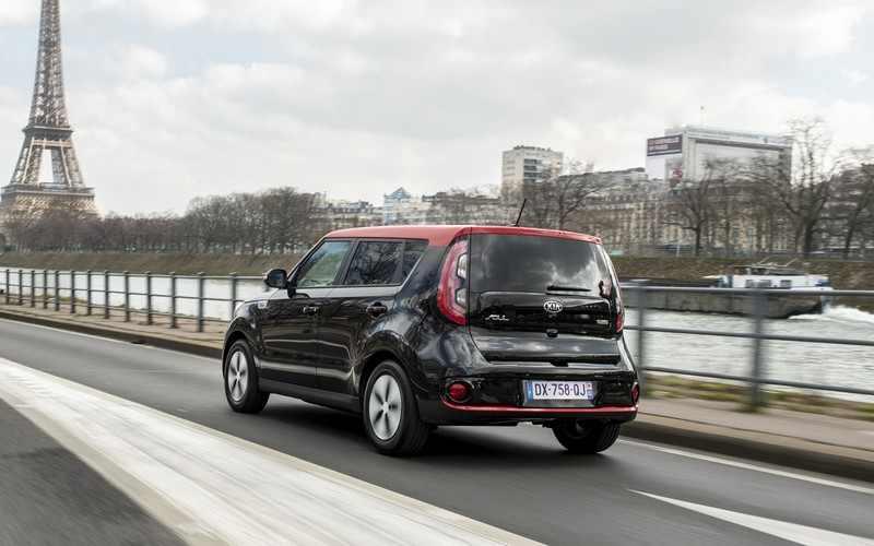 Kia Soul EV à Paris sur route