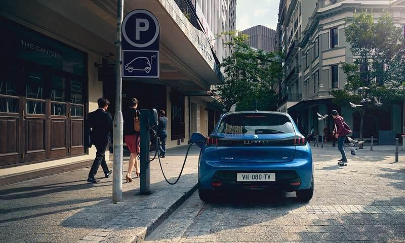 Peugeot e-208 se recharge