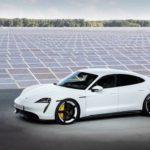 Porsche Taycan et panneaux solaires