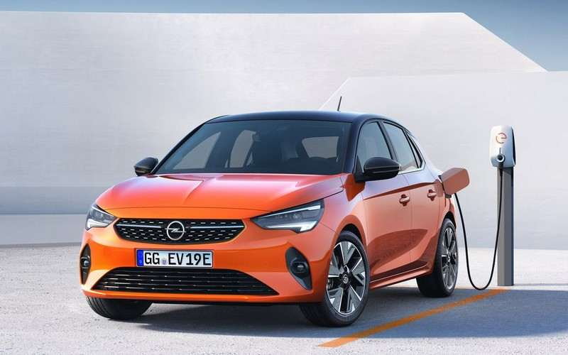 Une Opel Corsa-e se recharge