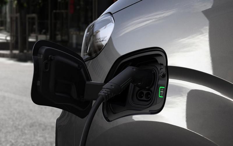Peugeot-e-Traveller-2020-prise-type 2