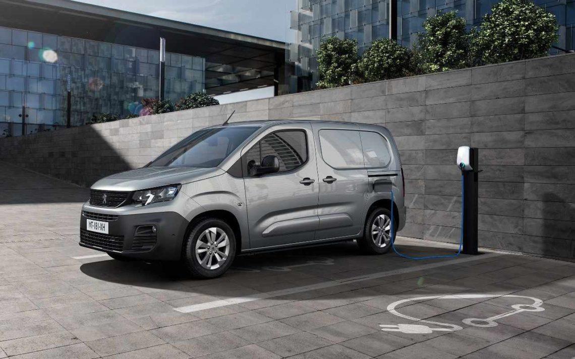 Le Peugeot e-Partner se recharge