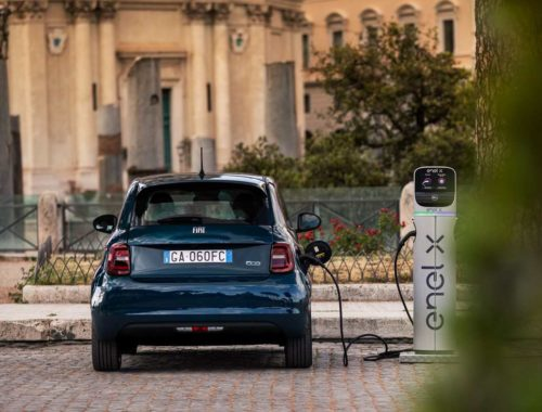 Fiat 500e branchée