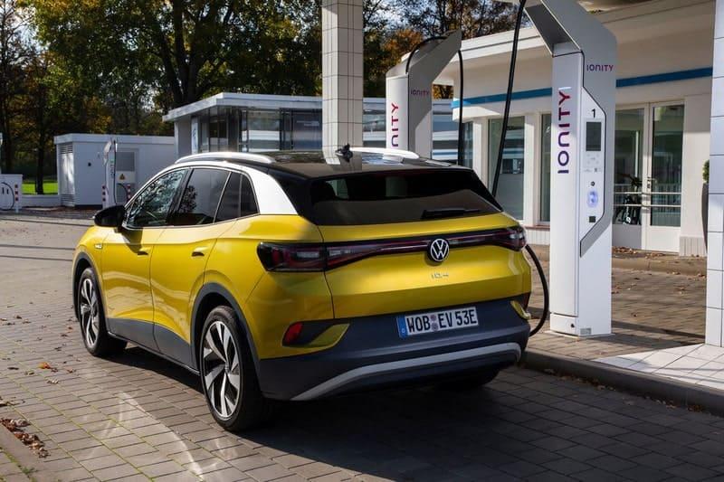Le Volkswagen ID.4 se recharge